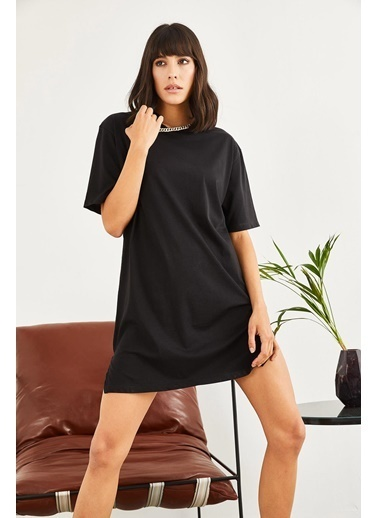 Sortee Kadın Yakası Zincirli Oversize T-Shirt Siyah